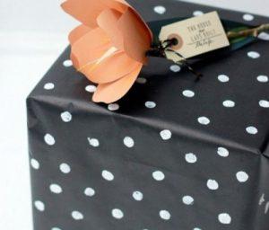 giấy gói quà màu tím
